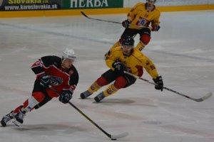 Pov. Bystrica (v červenom) si z Topoľčian odviezla dva body