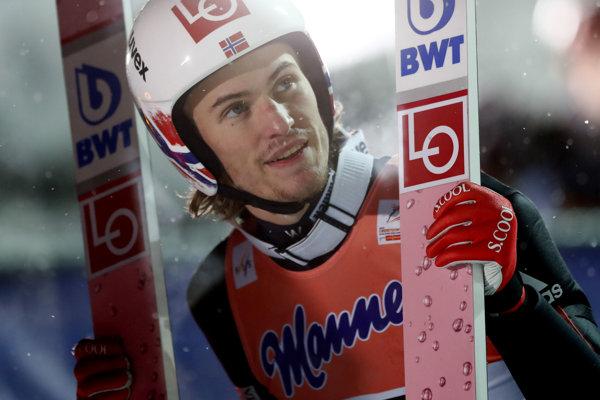 Nórsky skokan na lyžiach Daniel Andre Tande vedie po prvom dni MS v letoch.