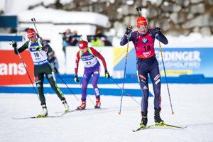 Anastasia Kuzminová (vpravo) počas pretekov.