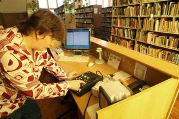 Knižnica poskytuje služby aj nevidiacim.