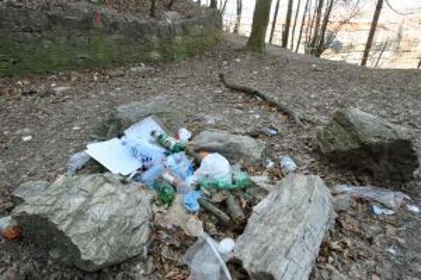 Je smutné, že legendárny vrch si niektorí obyvatelia mýlia so smetiskom