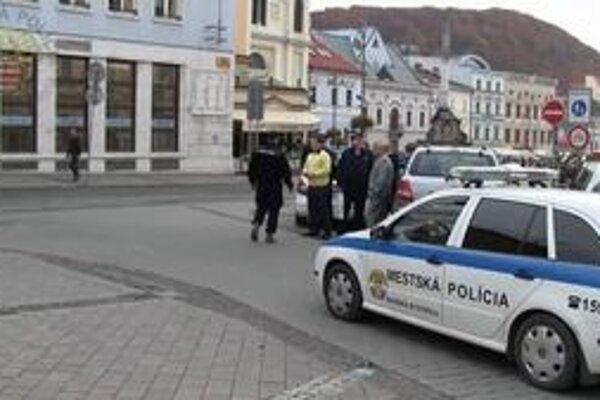 O pohybe mestskej polície bude mať informácie aj primátor.