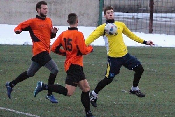 Mimoriadna strelecká efektivita zdobila futbalistov Námestova v súboji proti Rovinke.