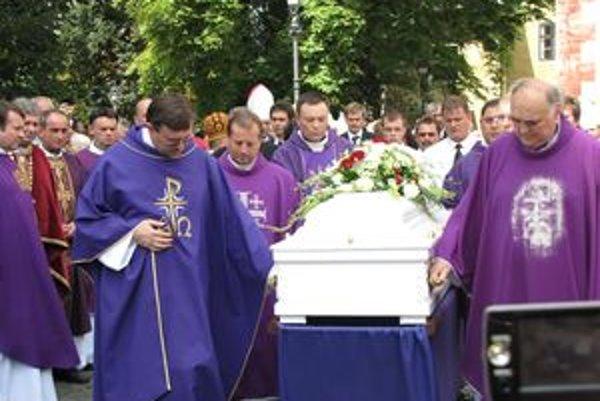 Posledná rozlúčka so zosnulým biskupom.