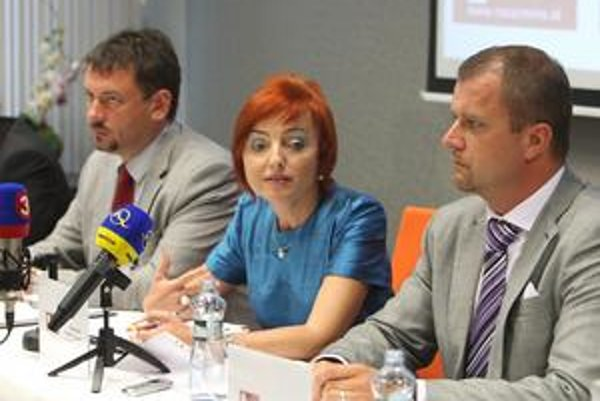 Primátori Peter Gogola, Katarína Macháčková a Andrej Hrnčiar.