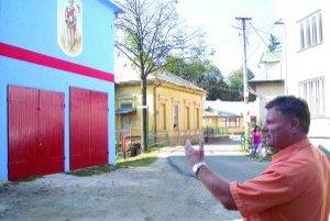 Zbrojnica.Obec  do nej investovala 7 tisíc eur.Na snímke starosta B.Nemky.