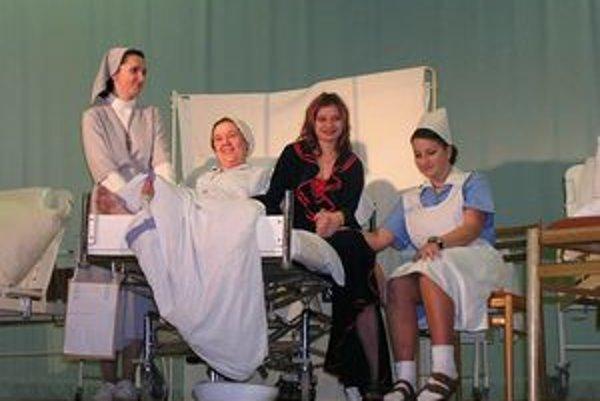 Súbor Malá Chova  naštudoval aj obľúbené Ženské oddelenie z pera Stana Štepku.