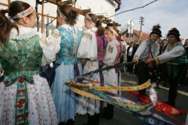 Tradičné zvyky sa uchovali predovšetkým na vidieku