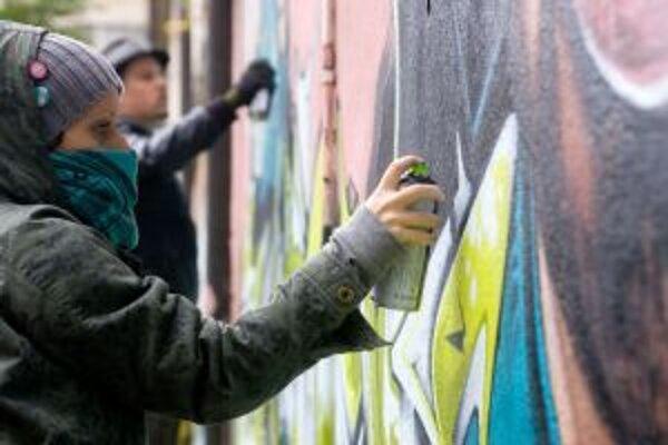 Dostatok legálnych plôch pre graffiti a street art v Banskej Bystrici chýba