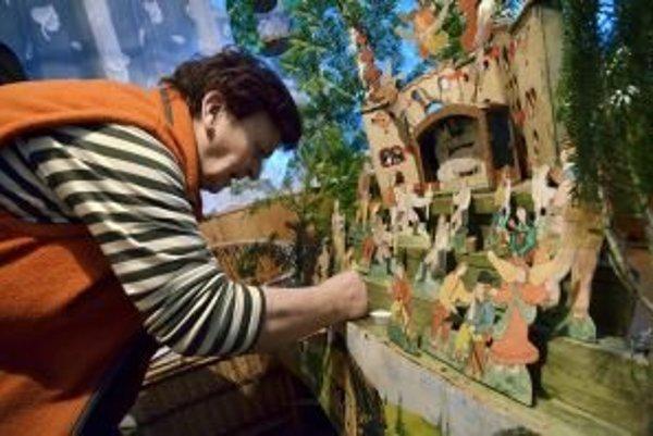 V baníckej dedinke Špania dolina majú tradíciu papierové betlehemy.