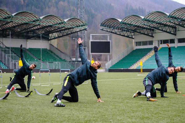 Hracia plocha štadióna MŠK Žilina je využívaná naozaj hojne.