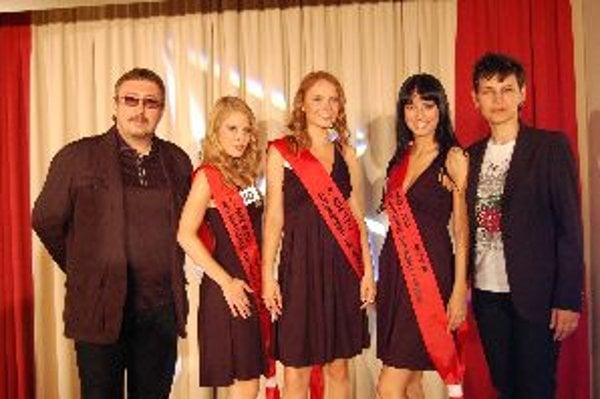 Dorota Sámelová (druhá zľava) má otvorené dvere do sveta modelingu