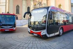Prvé elektrobusy predstavili na Župnom námestí v Bratislave.