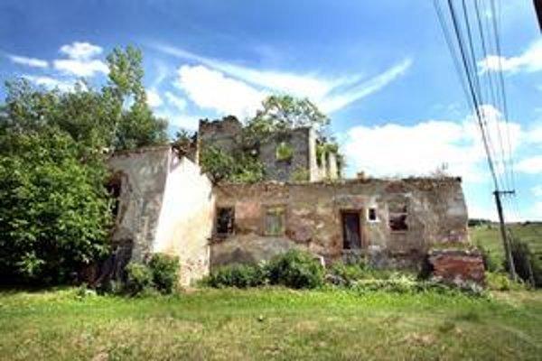 Renesančný kaštieľ v Dúbravici mal šancu na opravu, záujemca sa s dedičmi nedohodol.