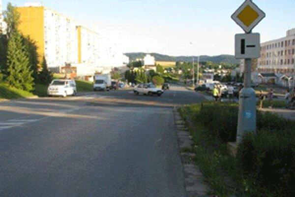 Na tejto križovatke nedal vodič Felície prednosť cyklistovi.