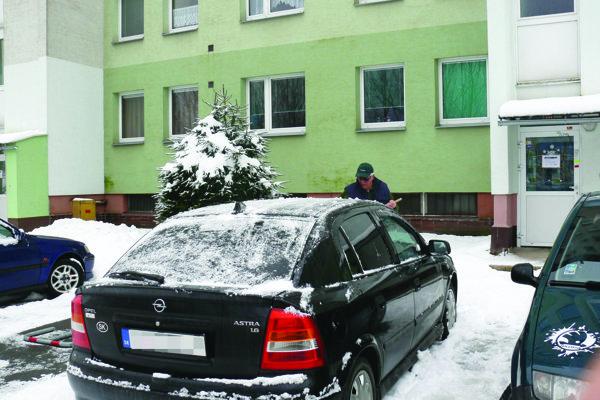 V Záturčí je problém zaparkovať.