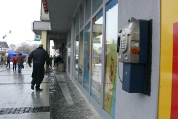 Päť telefónnych automatov vo Zvolene ľudia používajú minimálne.
