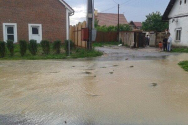 Niektoré ulice v Očovej dnes pripomínali rieky.