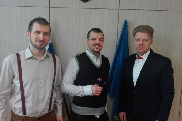 Predseda Ján Lipinský, na snímke vpravo.