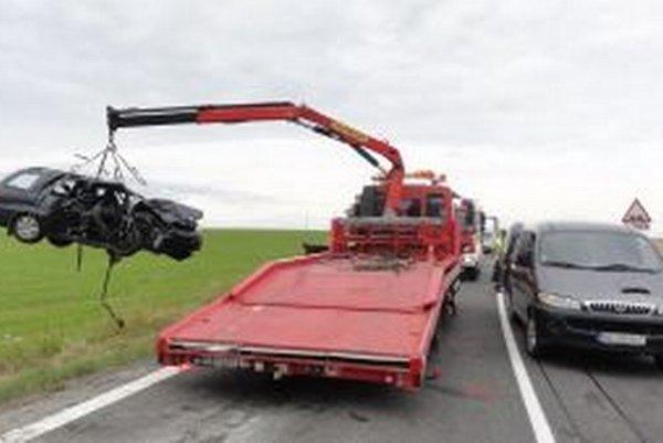 Na miesto nehody musela tentoraz prísť aj pohrebná služba.
