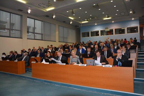 Včera rokovali poslanci ŽSK, ktorí sa venovali najmä rozpočtu.