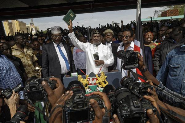 Odinga zorgnizoval v parku v centre kenskej metropoly Nairobi zhromaždenie, na ktorom sa označil za ľudového prezidenta.