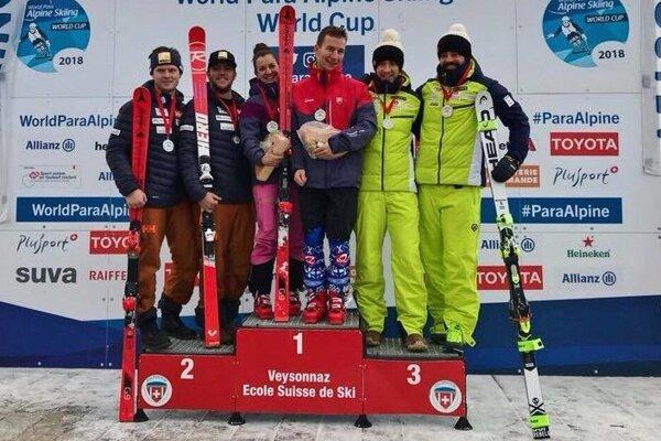 Marek Kubačka (v strede) s navádzačkou Mário Zaťovičou sa už tešili z troch víťazstiev vo Svetovom pohári.
