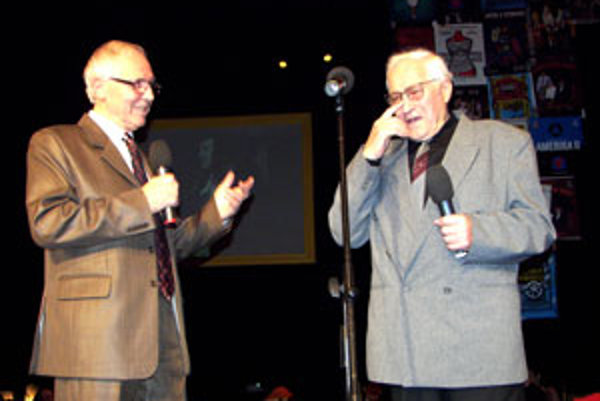 Legenda zvolenského divadla Andrej Mojžiš (vpravo) a bývalý herec a riaditeľ tohto divadla Juraj Sarvaš.