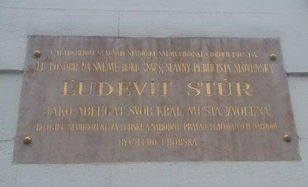 Štúrovo pôsobenie na sneme pripomína aj pamätná tabuľa na stene dnešnej Univerzitnej knižnice.