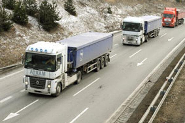 Autodopravcovia ohlásili na pondelok začiatok štrajku s celoslovenskou pôsobnosťou.