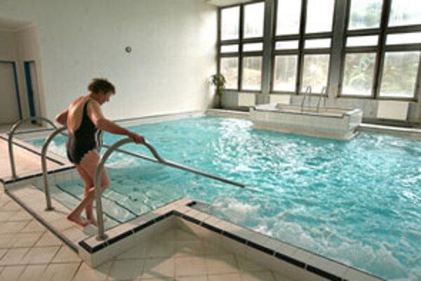 V kúpeľoch plánujú vymeniť aj starý povrch kúpeľného bazénu za pozinkovaný.
