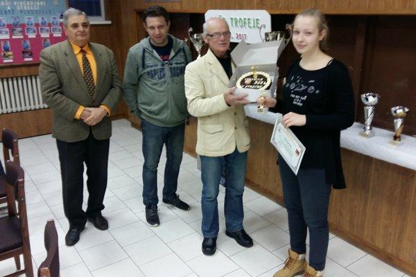 Veronika Krunková (vpravo) dostala aj prekvapenie.