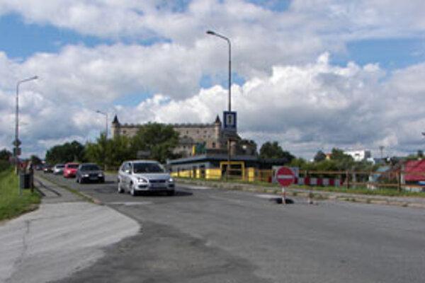 Po moste sa dá jazdiť iba v smere od centra mesta.