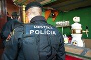 Ilustračné foto: Mestská polícia kontroluje aj bary a diskotéky, či v nich nepodávajú alkohol mladistvým.