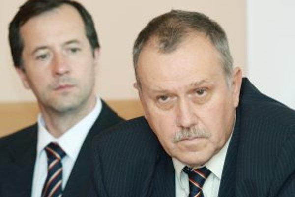 Generálny manažér klubu Ivan Piovarči (vpravo) a jeho asistent Jaroslav Török.