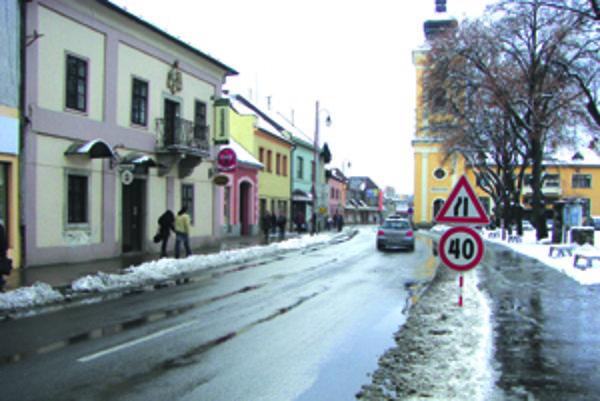 Kamery sledujú dianie aj okolo štátnej cesty, ktorá mestom prechádza.