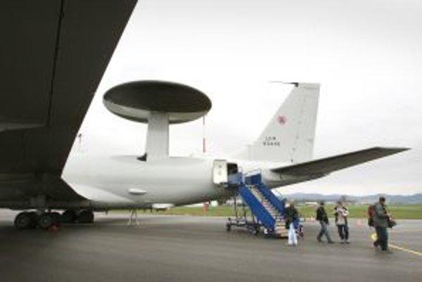 Vzlety a pristátia leteckej techniky sa vykonávajú z leteckej základne Sliač, hlavnej základne slovenských vzdušných síl.