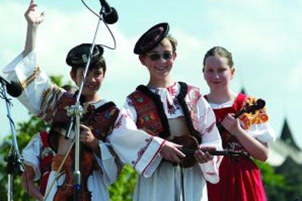 Hudobníci zo Zorničky na festivale v roku 2006.