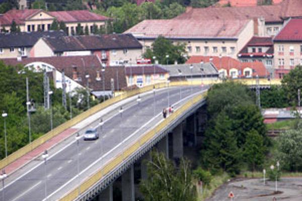 Na opravu mosta hľadá kraj peniaze.