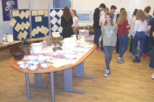 Výstavu dali dohromady študenti, ktorí priniesli veľa zaujímavostí.
