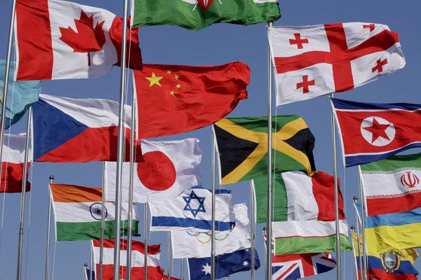 Väčšina 46-člennej delegácie, vrátane 22 športovcov, sa zúčastnila na ceremónii pod modrým nebom.