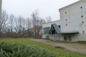 V týchto priestoroch na Koháryho ulici v Leviciach má vzniknúť lesná škola.