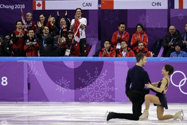 Meagan Duhamelová a Eric Radford počas súťaže športových dvojíc.