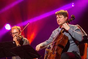 Zimnú časť festivalu Konvergencie organizuje už tretí rok náš najlepší violončelista Jozef Lupták (vpravo).