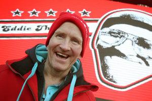 Britský skokan na lyžiach Michael Edwards sa stal slávnym vďaka tomu, že sa ako amatér dostal na olympiádu do Calgary 1998.