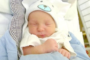 Lucia Piatriková z Levíc porodila 30. januára partnerovi Kamilovi Meszárosovi prvorodeného synčeka KAMILA. Malý Kamilko po narodení meral 51 cm a vážil 3,85 kg.
