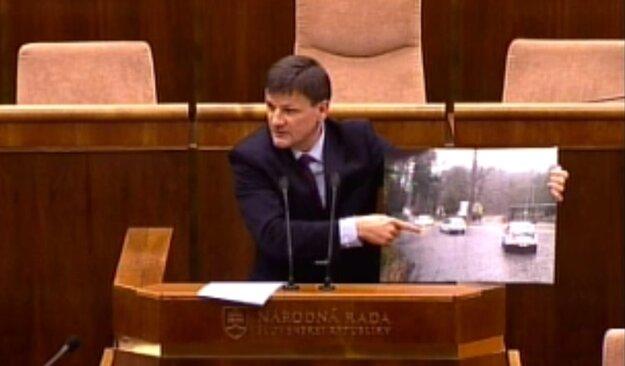 Alojz Hlina v parlamente.