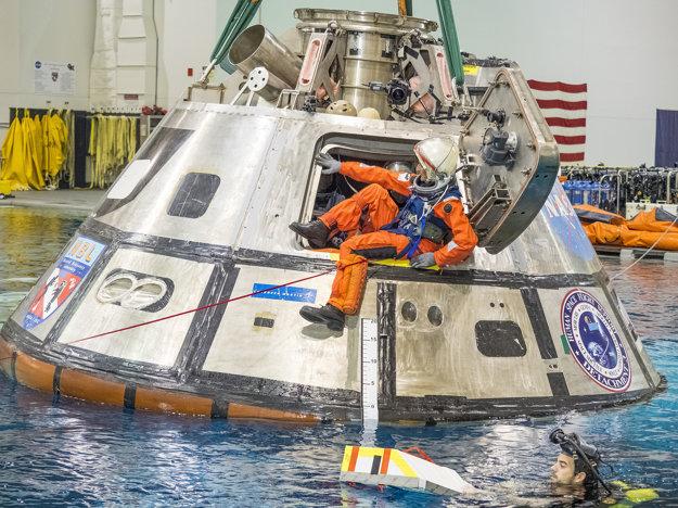 Astronautka Suni Williams ukončila testovanie vesmírnej lode Orion v laboratóriu. Testovanie pomáha NASA identifikovať najlepšie spôsoby, ako efektívne dostať astronautov von z lode po návrate z vesmírnej misie.