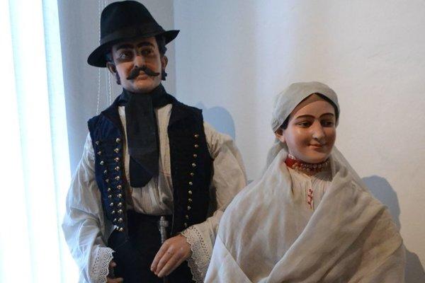 Figuríny, ktoré boli vyrobené podľa fotografie skutočných ľudí z roku 1905.