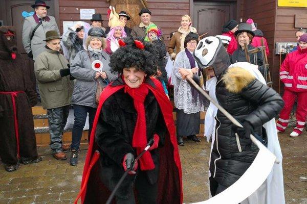 Obyvatelia aj návštevníci Hrčavy obdivovali množstvo masiek.